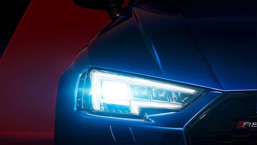 Particularly precise illumination: the Audi Matrix LED headlights in the Audi RS 4 Avant.